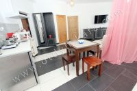 Феодосия, апартаменты у моря по доступной цене - Небольшой обеденный стол