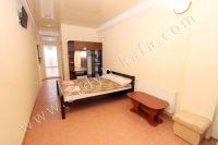 Крым, Феодосия гостевые дома у черного моря - Большая двуспальная кровать