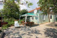 Снять дом под ключ в Феодосии 2017 у моря - Большой, зеленный дворик