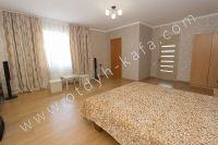 Феодосия: частный дом снять в популярном районе - Спальня с удобной мебелью