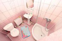 Феодосия: частный дом снять в популярном районе - Душевая в каждой комнате