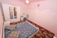 Недорогая аренда дома в Крыму - Небольшой платяной шкаф