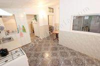 Недорогая аренда дома в Крыму - Напольное покрытие на кухне плитка