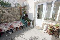 Аренда дома в Феодосии посуточно - Удобный столик на обеда на свежем воздухе
