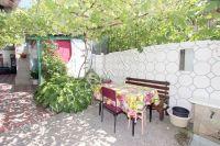 Снять дом в Феодосии без посредников - Обеденный уличный стол