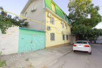 В центре снять жилье в Феодосии недорого: частный сектор - 3-х этажный гостевой дом
