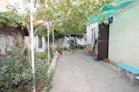 В центре снять жилье в Феодосии недорого: частный сектор - Небольшой красивый двор