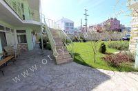 Эллинги в Феодосии на берегу моря, вторая линия - Удобная лестница на второй этаж