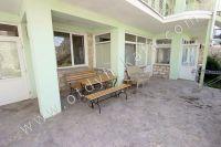 Эллинги в Феодосии на берегу моря, вторая линия - Обеденный столик на свежем воздухе