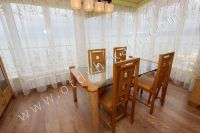 Элитный эллинг, Феодосия - Черноморская набережная, номер 403 - Дубовый столик