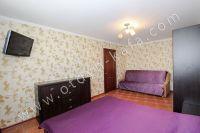Жилье в Феодосии квартиры у моря - ЖК телевизор на стене