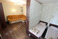 Уютная квартира в Феодосии - Две раздельные кровати за перегородкой