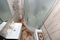 Жилье отдых Феодосия - Душевая кабина в ванной комнате