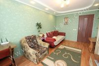 снять квартиру в феодосии недорого - Двуспальный диван и кресло кровать