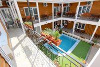 Отдых в Феодосии, пансионаты с бассейном - Горшочки с цветами