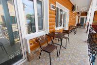 Отдых в Феодосии, пансионаты с бассейном - Столы и стулья возле каждого номера