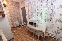 Крым, Феодосия. Гостевой дом с просторной спальней - Удобный обеденный стол