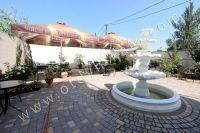 Гостиница на Черноморской набережной Феодосии  - Фонтан в центре дворика