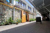 Гостиница на Черноморской набережной Феодосии  - Вход в гостиницу