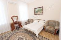 Феодосия: снять квартиру у моря недорого очень легко - Большая и светлая спальня