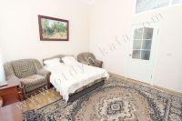 Феодосия: снять квартиру у моря недорого очень легко - Широкая двуспальная кровать