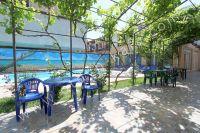 Мини-гостиницы в Феодосии. Зона отдыха возле бассейна -