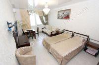 Современные квартиры в Феодосии посуточно - Большая светлая спальня