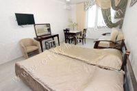 Современные квартиры в Феодосии посуточно - Широкая двуспальная кровать