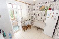 У нас есть недорогие квартиры в Крыму у моря - Небольшой обеденный стол
