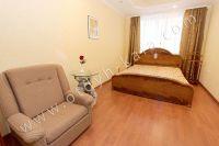 Посуточная аренда квартиры в Феодосии для отдыха летом - Мягкая двуспальная кровать