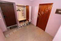 Посуточная аренда квартиры в Феодосии для отдыха летом - Гардеробная в коридоре
