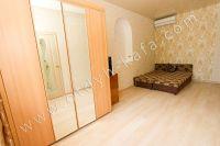Летом на Чёрном море можно снять квартиру в Феодосии недорого - Вместительный шкаф
