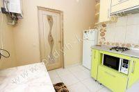 Летом на Чёрном море можно снять квартиру в Феодосии недорого - Небольшой холодильник