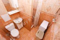 Летом на Чёрном море можно снять квартиру в Феодосии недорого - Просторная ванная комната
