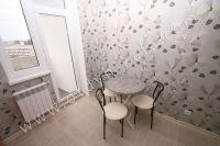 Выгодно снять жилье в Феодосии! В 2017г. цены привлекают - Небольшой обеденный стол