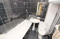 Здесь можно снять квартиру в Феодосии выгодно - Просторная ванная комната