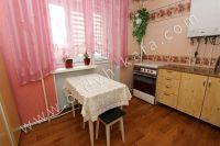 Недорого сдам квартиру в Феодосии у моря - Удобный обеденный стол