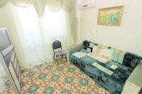 Отдыхайте в Крыму! Снимать квартиру недорого и просто - Светло-зеленая спальня