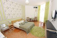 Недорогой отдых в Феодосии на берегу моря - Большая двуспальная кровать