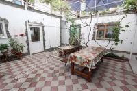 Феодосия, жилье недорого в историческом районе - Уличный стол
