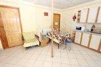 Снять дом под ключ в Феодосии 2018 у моря - Удобный угловой диван на кухне