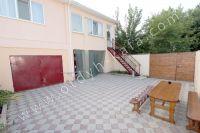 Феодосия: частный дом снять в популярном районе - Удобный стол на улице