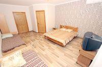 Феодосия: частный дом снять в популярном районе - Небольшой платяной шкаф