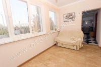 Феодосия: частный дом снять в популярном районе - Коридор с удобным диваном