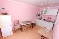 Отдых в Крыму, частный сектор для отдыха - Кухня на первом этаже