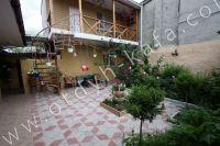 Выгодно снять дом под ключ в Крыму - Небольшой дворик