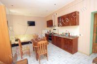 Феодосия-дома, цены на аренду жилья - Телевизор на кухни