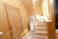 Феодосия-дома, цены на аренду жилья - Деревянная  лестница