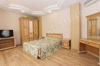 Элитный эллинг, Феодосия - Черноморская набережная, номер 301 - Мягкая двуспальная кровать