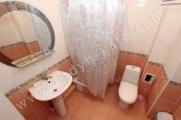 Современная гостиница на Черноморской Феодосии - Небольшая душевая